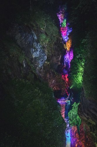 溶洞燈光投影秀設計 Design of cave light projection show